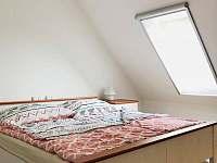 ložnice 2 podkroví - roubenka k pronájmu Římov - Dolní Stropnice
