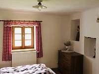 ložnice v přízemí - roubenka ubytování Římov - Dolní Stropnice