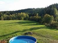 5.5 m bazén se solárním ohřevem, gril, ohniště, louka na hraní, bez sousedů, 7ha