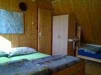 ložnice 3 postele C průchod i do B