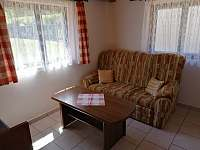 Obývací pokoj 2 - chata k pronájmu Jindřiš