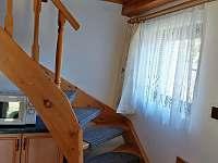Schody do patra - pronájem chaty Jindřiš