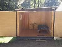 vedlejší budova se saunou pro 6 osob a ložnicí pro 2 osoby