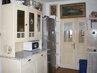 kredenc, lednička - Opařany