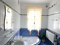 Koupelna v přízemí - vila k pronajmutí Popelín