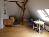 Ložnice v 1. patře - dřevěný pokoj - Popelín