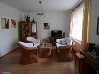 Obývací pokoj - pronájem vily Popelín