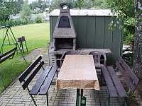 Venkovní posezení s krbem - chata k pronajmutí Ševětín Dudenský rybník