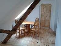 posezení v podkroví - chalupa ubytování Bechyně