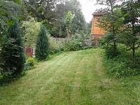 zahrada pod domem - chalupa k pronajmutí Bechyně