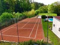 Tenisový kurt,profi-beachvolejbalové hřiště - Květov