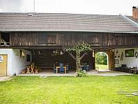 Venkovní sezení pod střechou - Kačlehy