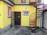 III.Apartmán schodiště na terasu