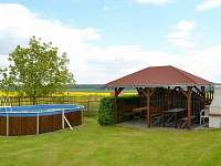 Zahrada, posezení, velký bazén