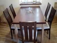 jidelní stůl - Roudná