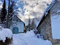 Zimní pohled na chaupu - Sumrakov