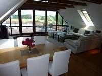 Obývací místnost - chalupa ubytování Lhenice