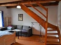 Mezonetová ložnice č.4 - dolní část - pro 4 osoby - schody do horní části