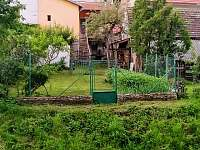 dům z druhé strany, ze zahrady - chalupa ubytování Netolice