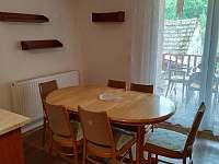 jídelna je součástí kuchyně..až 8 židlí při rozložení stolu - Netolice