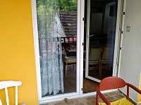 pohled z terasy do interiéru - chalupa k pronájmu Netolice
