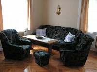 1. pokoj: obývací pokoj (3-5 lůžek)
