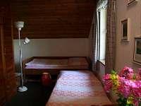 třílůžková ložnice s přistýlkou a akumulačkami - chata k pronajmutí Kunžak