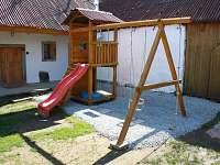 Dětské hřiště - pronájem chalupy Jilem