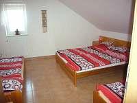 3.ložnice v patře u schodiště