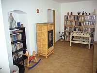 kachlová kamna v obýváku