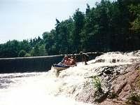 adrenalinový sjezd jezu řeky Nežárky peřejovou sekcí