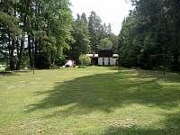 pohled z hřiště - chata k pronájmu Val