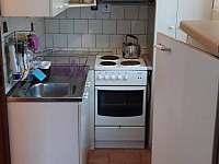 kuchyň - chalupa k pronájmu Zahořany