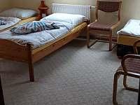 větší pokoj pro 3 - 4 osoby - Zahořany