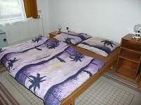 ložnice s dvěma lůžky - chalupa k pronajmutí Záluží