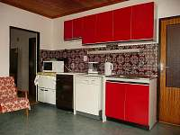 Obytná kuchyně - chalupa k pronájmu Záluží