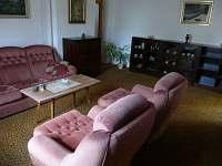 Obývací pokoj - chalupa k pronájmu Záluží