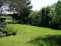 pohled z terasy - chalupa k pronájmu Záluží