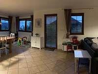 Jídelna a obývací pokoj - vila k pronájmu Lipno nad Vltavou