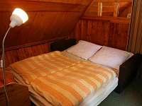 průchozí ložnice - chata k pronájmu Strmilov