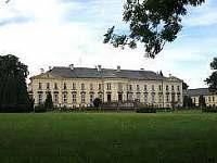 zámek a zámecká restaurace Rotunda