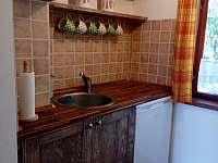 kuchyň - chata k pronajmutí Spolí