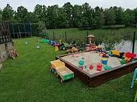 venkovní hračky - chata k pronajmutí Vlachnovice
