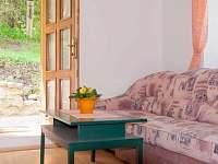 malý apartmán - kuchyně - dveře na terasu