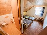2 lůžkový pokoj č. 1 s příslušenstvím - rekreační dům k pronájmu Trhové Sviny