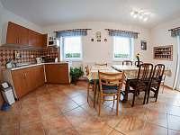Společná místnost-kuchyňka - rekreační dům ubytování Trhové Sviny