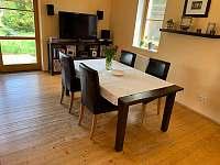 Obývací pokoj + kuchyně - pronájem chalupy Novosedly nad Nežárkou