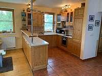 Obývací pokoj + kuchyně - chalupa k pronájmu Novosedly nad Nežárkou