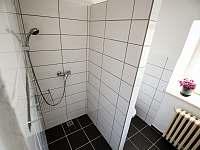 Koupelna v přízemí - chalupa ubytování Jilem