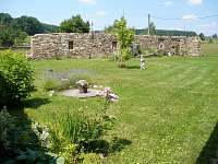 Zahrada mezi historickými zdmi